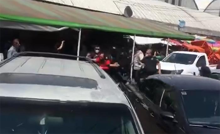 VIDEO Policía municipal de Puebla realiza operativo en Mercado Morelos