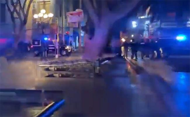 Policías y Normatividad realizan operativo contra ambulantes en el centro de Puebla