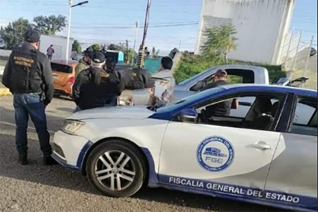 En fuerte operativo detienen a mujer con armas y droga en Huauchinango