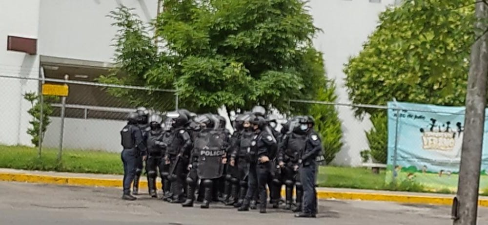 Golpean reporteros en el mercado Morelos durante operativo de la SSC