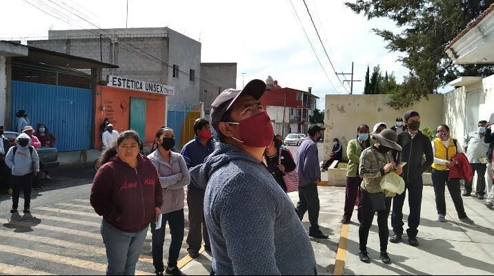Acusan a tesorera de secundaria en Tepatlaxco de mal manejo de cuotas escolares