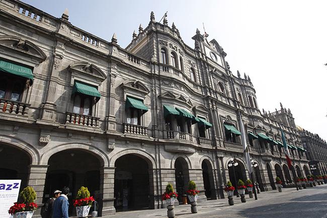 Trabajadores del ayuntamiento de Puebla regresarán a oficinas