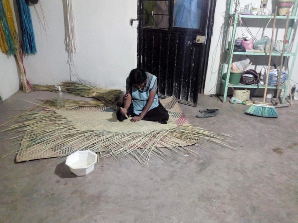 Habitantes de Teopantlán, en crisis por no vender sus productos de palma