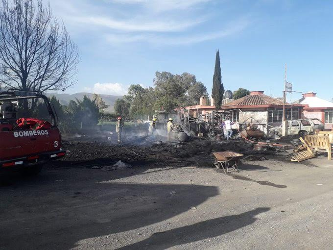 Incendio consume taller en Palmar de Bravo