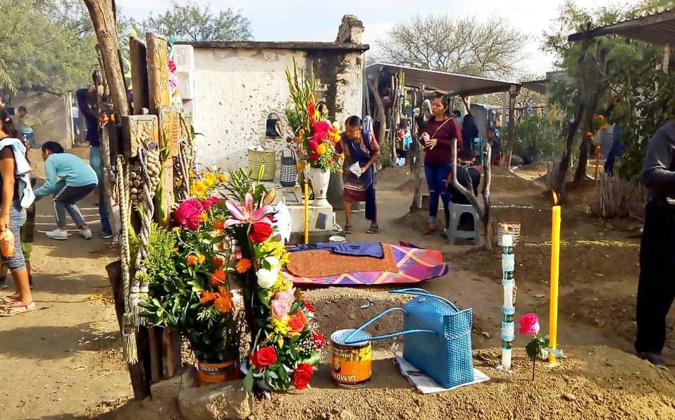 Por falta de espacio en Tehuacán, llevan a sus muertos hasta Miahuatlán