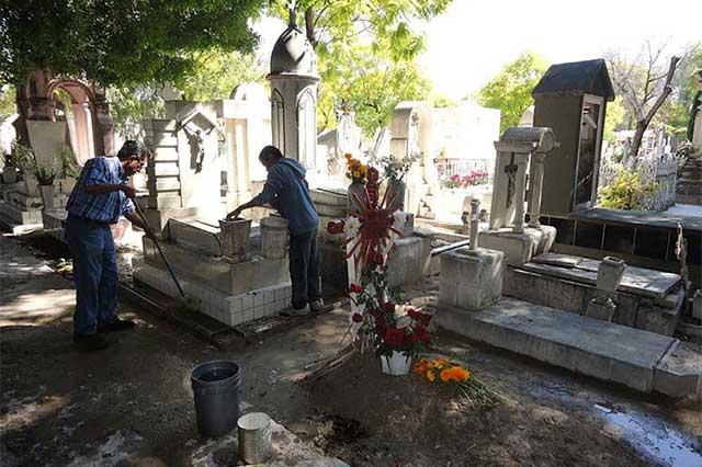 Piden destituir a presidenta auxiliar tras hallazgo de tumba clandestina en Izúcar