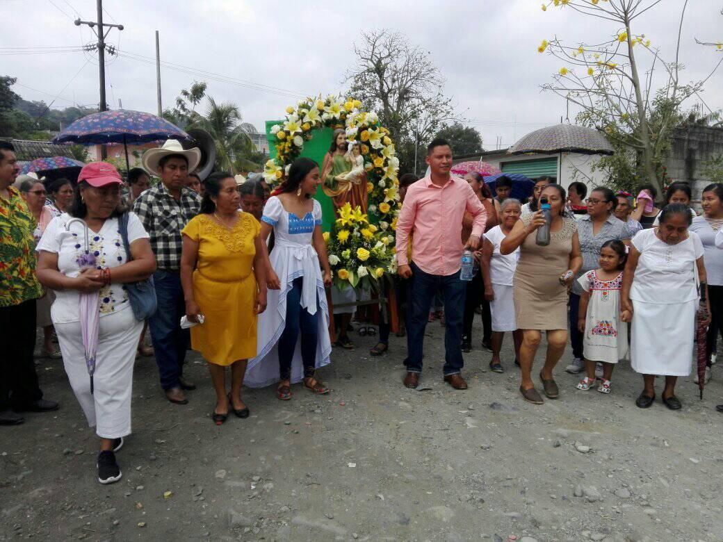 Casi mil personas participan en cabalgata y baile en Pantepec pese a coronavirus