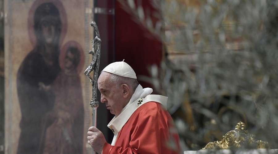 Papa Francisco alienta al ánimo y amor en Domingo de Ramos