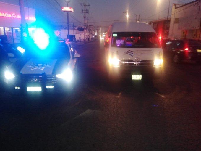 Choca patrulla y asaltan ruta Azteca, saldo de madrugada en Puebla