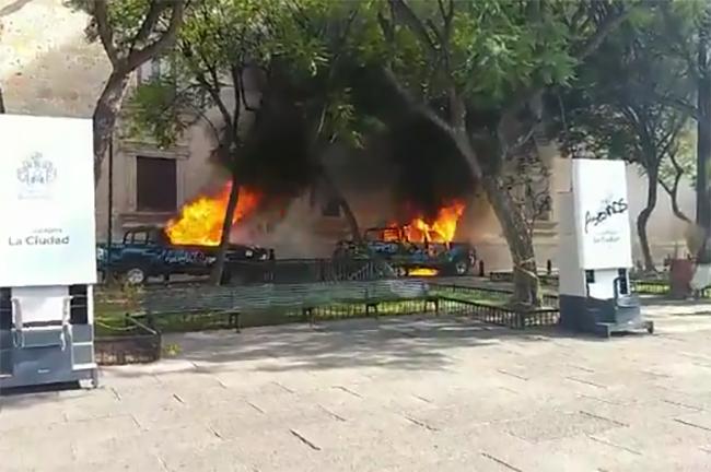 VIDEO Queman patrullas en protesta por homicidio de Giovanni López en Guadalajara