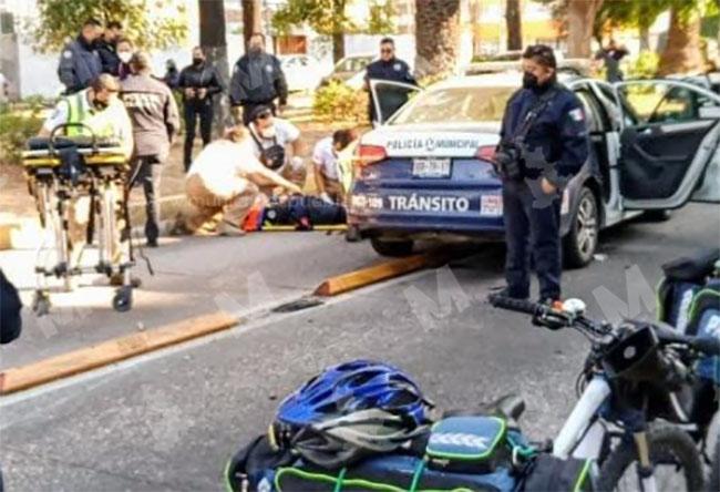 Mujer policía choca contra camioneta frente al CENHCH en Puebla