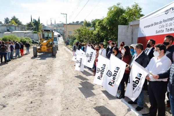 Claudia Rivera inicia pavimentación en Santo Tomás Chautla