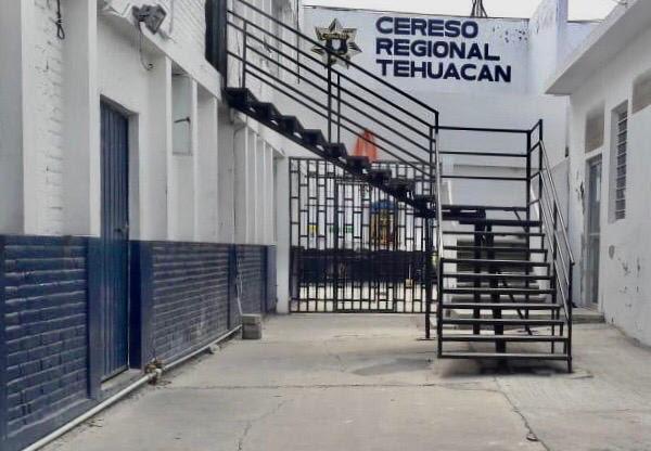 Trasladan a internos de alta peligrosidad de Tehuacán a Puebla