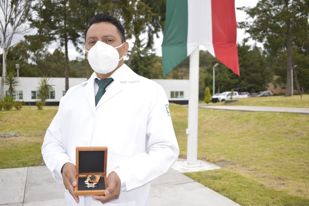 Condecoran a personal de IMSS en Puebla por atención a pacientes Covid
