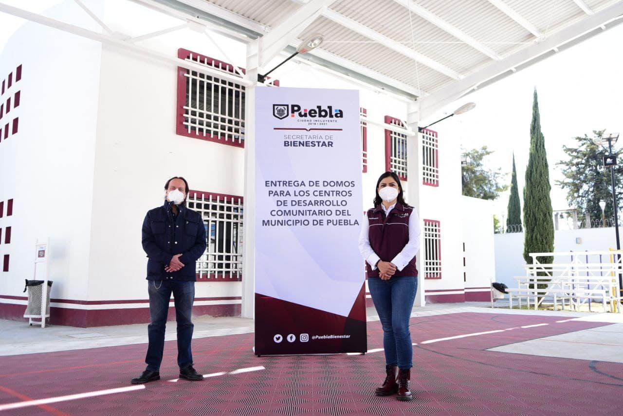 Claudia Rivera entrega domos a Centros de Desarrollo Comunitario