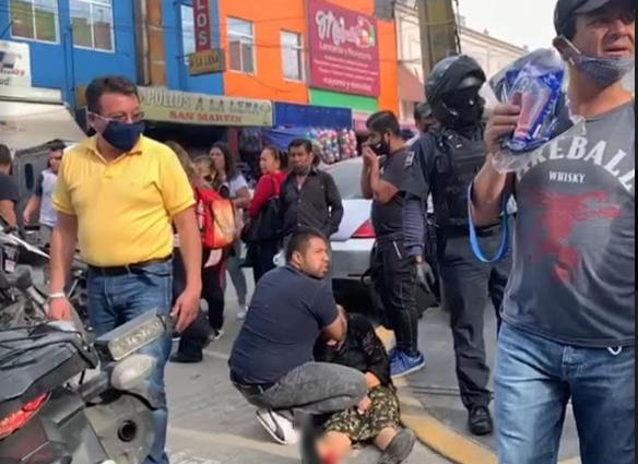 Abuelita  sufre aparatosa caída en el centro de Texmelucan