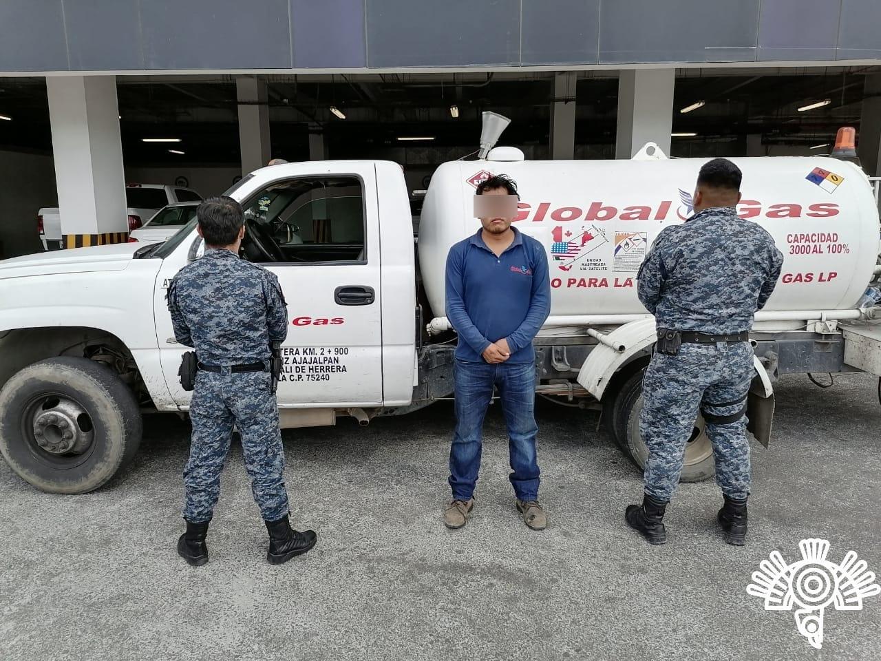 Lo detienen en Tepeaca por trasladar combustible