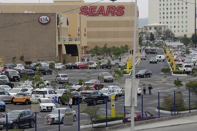Centros comerciales y supermercados violaron aforo del 33 por ciento: Barbosa