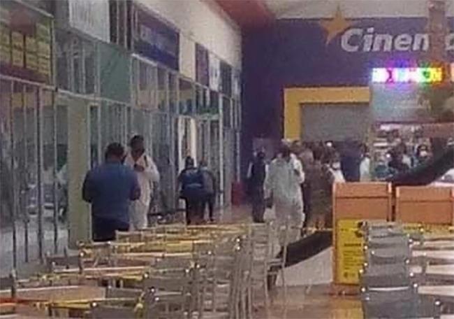 Sanitizan oficinas del ayuntamiento en Plaza Atlixco ante supuesto brote de Covid
