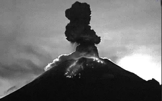 VIDEO Popocatépetl registra tres explosiones esta mañana