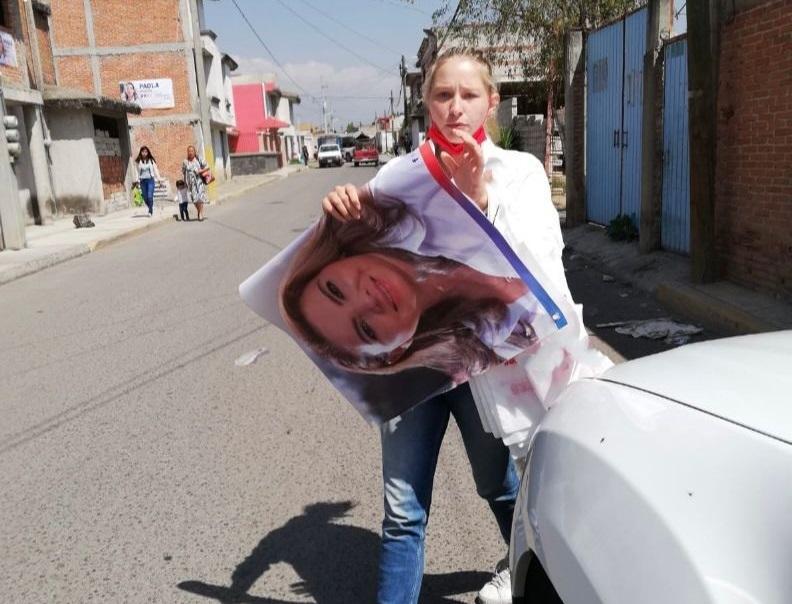 Denuncia Paola Angon retiro de su propaganda en San Pedro Cholula