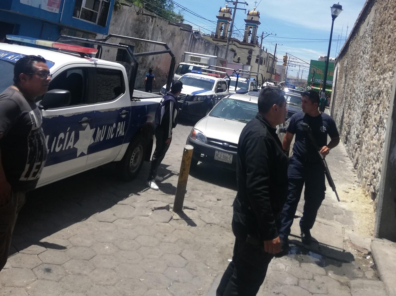 Riña por espacios en mercado moviliza a policías de Acatzingo