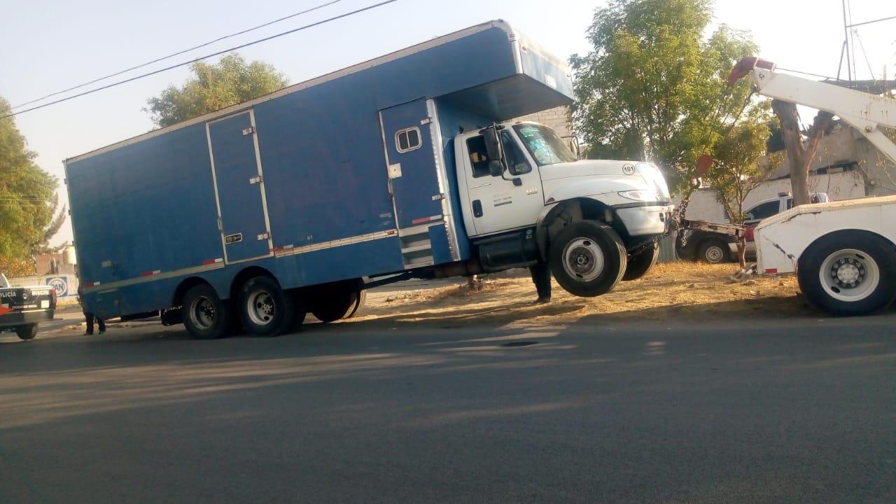 Recuperan camiones, uno con medicamentos, en Texmelucan