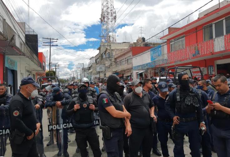 Mal alimentados, policías cumplen una semana en operativo contra ambulantes en Texmelucan