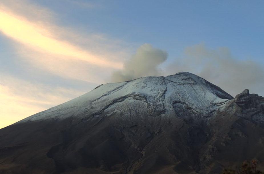 Popocatépetl reporta 100 exhalaciones y 186 minutos de tremor