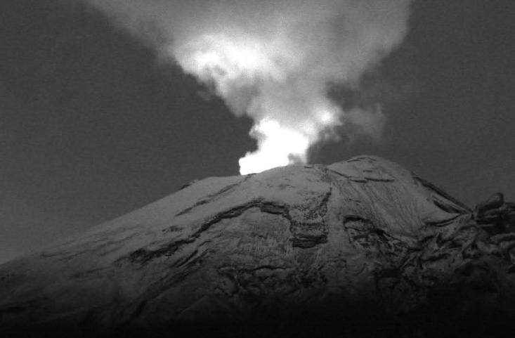 Popocatépetl registra 64 exhalaciones y presencia de incandescencia