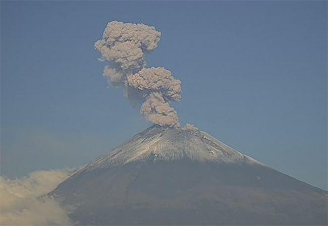 Popocatépetl registra 114 exhalaciones y dos explosiones en 24 horas