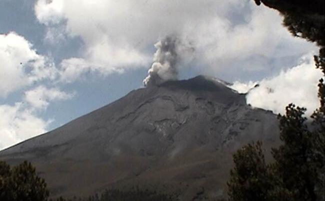 Popocatépetl emite 186 exhalaciones