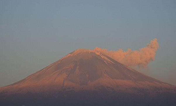 Popocatépetl registra 114 exhalaciones y 975 minutos de tremor