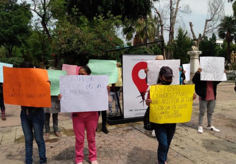 Denuncian que granja porcina contamina con vertederos a cielo abierto en Miahuatlán