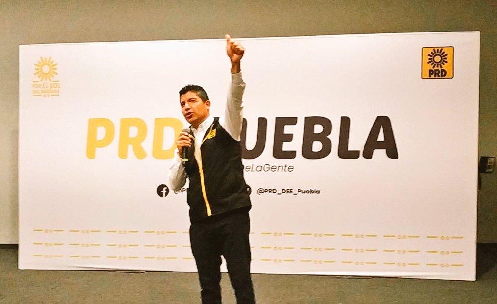 Presentan a Eduardo Rivera como abanderado del PRD por Puebla