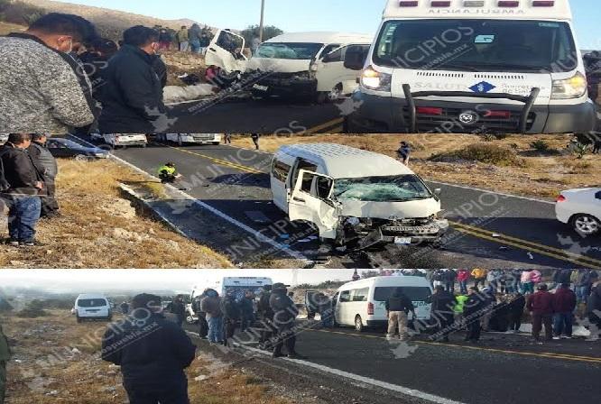 Terminan prensados en accidente automovilístico en Cañada Morelos