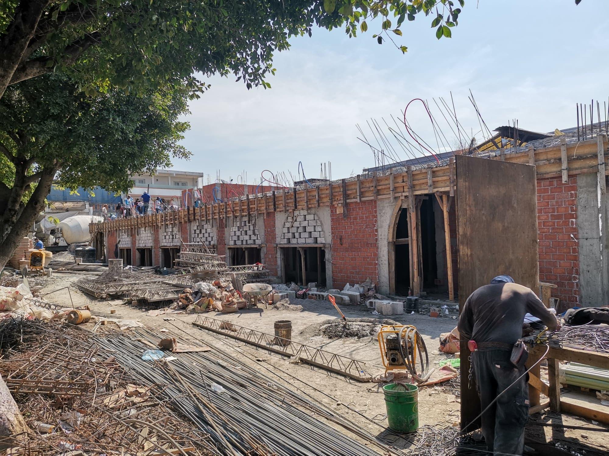 Construcción de nueva alcaldía de Chietla lleva 50% de avance