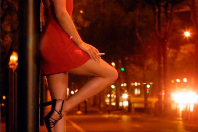 Buscan regular prostitución en Puebla