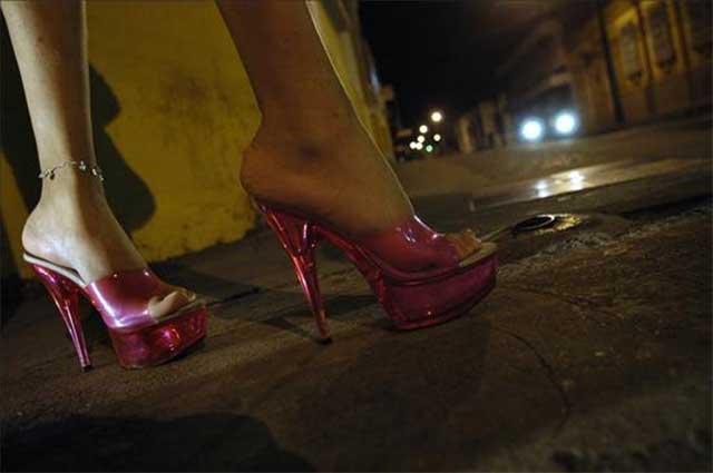 Por 10 pesos se prostituyen en baños de mercados de Puebla
