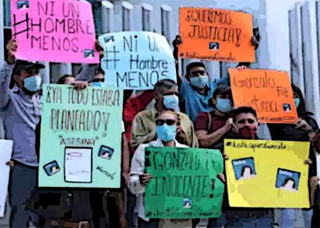 Familiares de joven asesinado en motel protestan frente a Fiscalía de Puebla