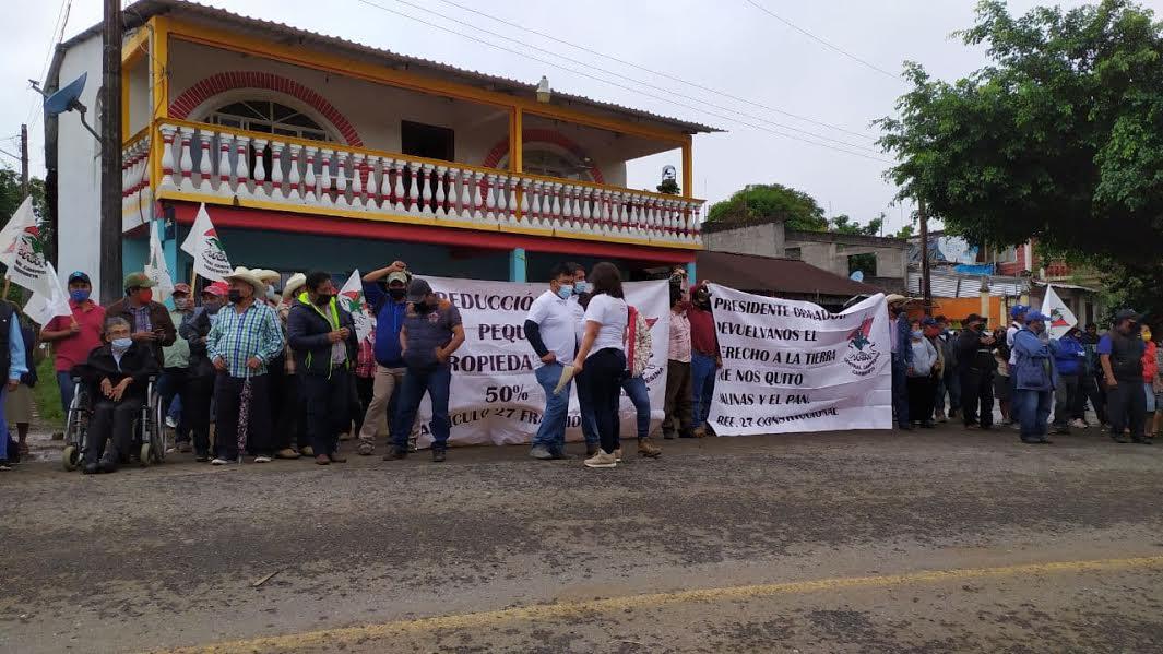 Serranos le demandan a AMLO su derecho a la tierra en Tlaxcalantongo