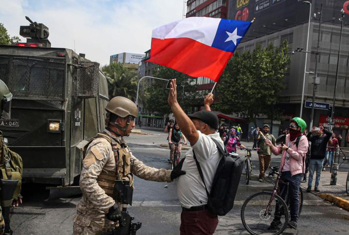 Santiago de Chile, en toque de queda total por protestas