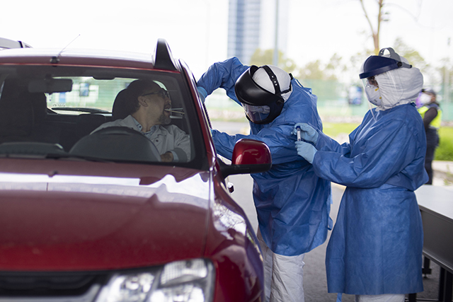 BUAP pone en marcha pruebas COVID sin bajarse del auto