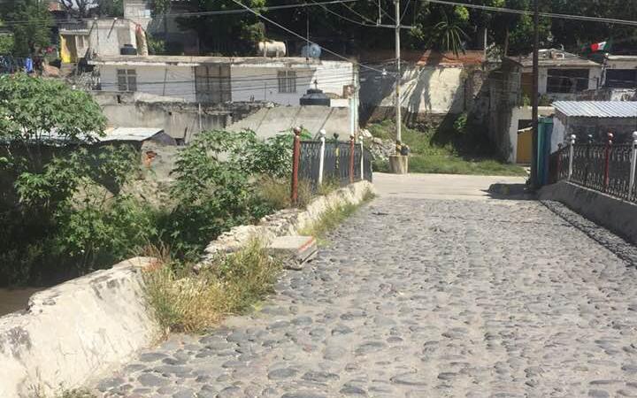 Reportan en malas condiciones puente histórico de Izúcar