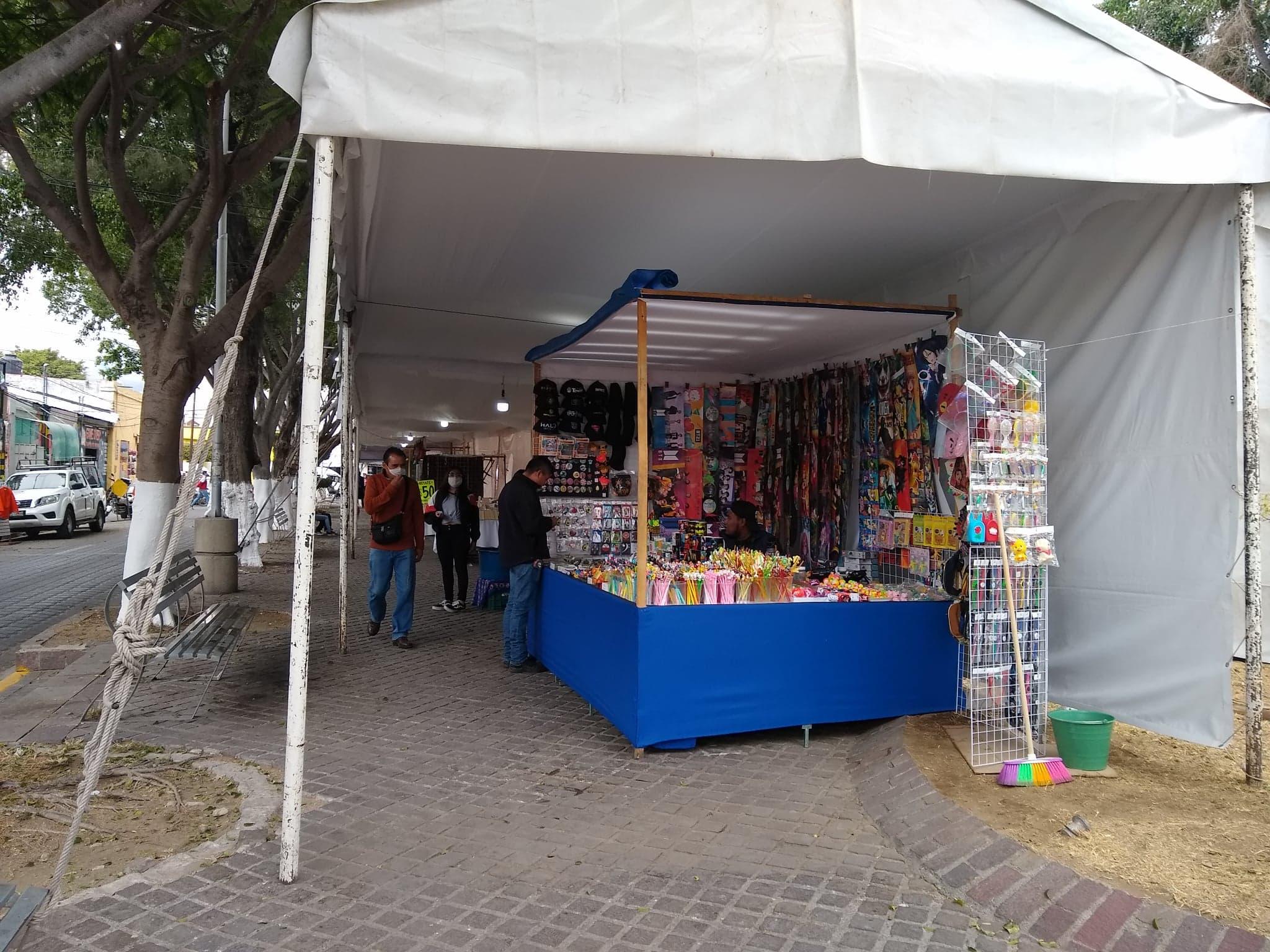 Autoriza Ayuntamiento de Tehuacán instalación de 256 puestos por temporada navideña