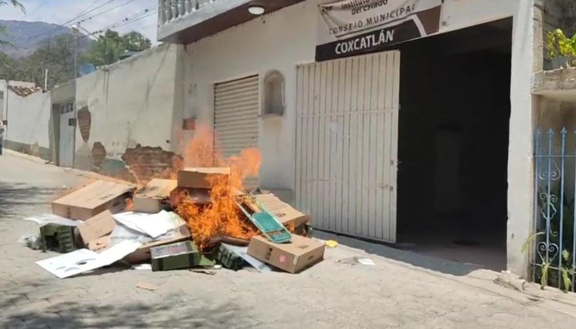 Queman urnas en Coxcatlán