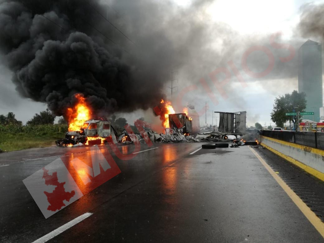 VIDEO Encapuchados instalan retén sobre la México-Puebla