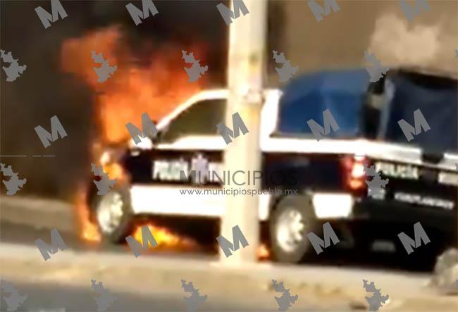 VIDEO Pobladores de Cuautlancingo queman patrulla tras exigir mejores obras