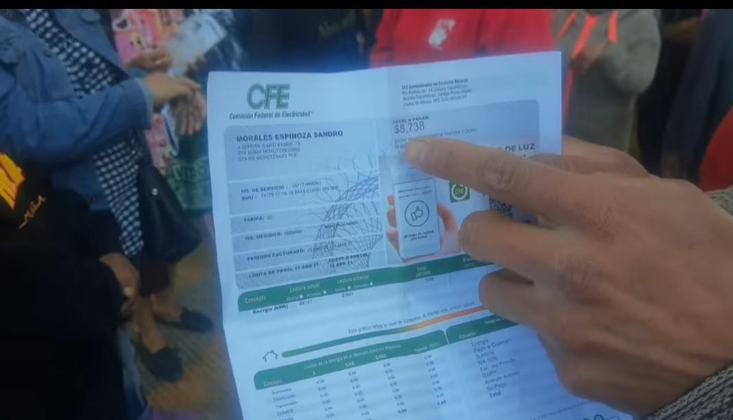 Con seguridad privada y apoyo de vecinos, CFE ingresa a Moyotzingo en Texmelucan