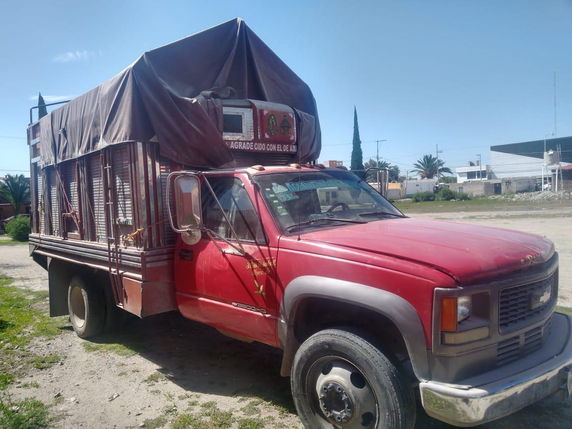 Ladrones abandonan una camioneta robada en Tecamachalco